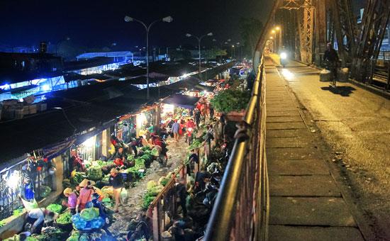 Taxi Nội Bài đi Chợ Long Biên Ba đình Hà Nội 250.000đ/xe 4 chỗ