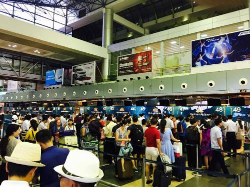 """Đừng nói những từ """"Nóng"""" tại sân bay Nội Bài"""