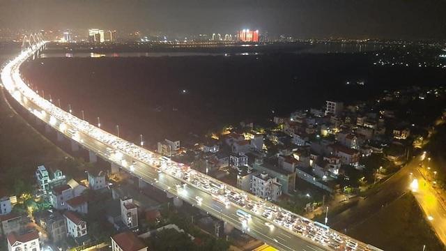 Taxi Nội Bài đi Nhật Tân Tây Hồ Hà Nội 250.000đ xe 4 chỗ